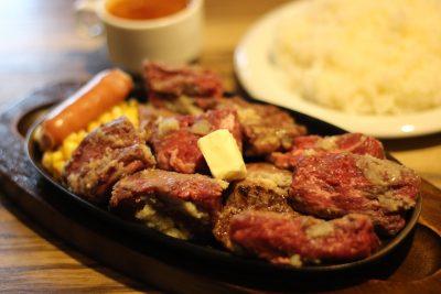 """【前編】絶品ステーキの舞台裏には22年間の""""男""""の苦労。「ミスターデンジャー」で肉の旨さを知る"""